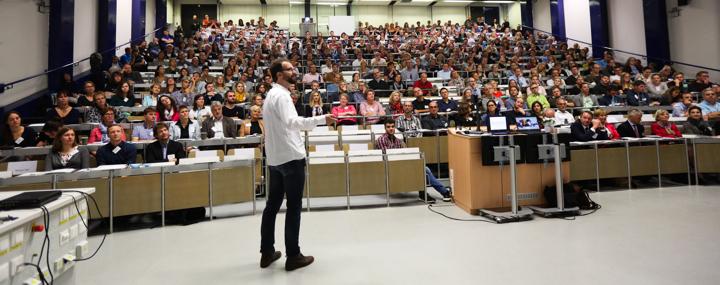 Referent Martin Kramer mit Publikum